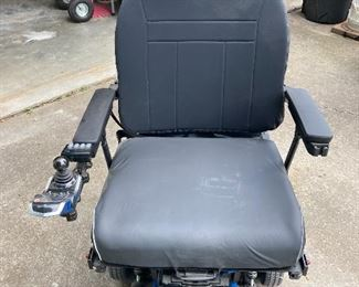 Used only 50 hours, Comfort Hyalite Edge HD mobile chair, large seat. 2021 model