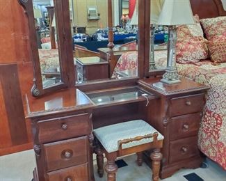 Broyhill vanity and bench!  Have a bedroom suite to match.