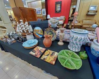 Several oriental vases/pieces, etc.