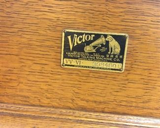 Vintage Victor table top record player VV Vl.