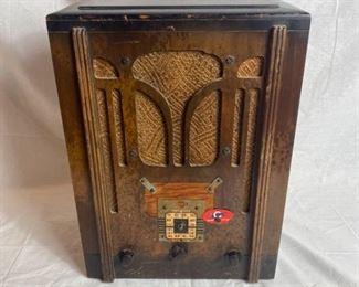 Antique RCA Victor Radio