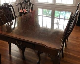 Henredon dining room with 6 chairs, 2 leaves and custom pads!