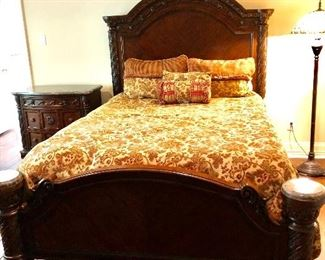 FULL VINTAGE STYLE BED/MATTRESS