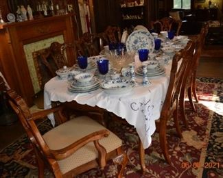 Vintage dining table with leaves- nice 8 chairs