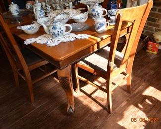 Antique oak table with leaves and 4 chairs