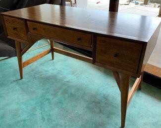 MCM Style Desk