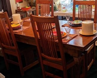 DRAW LEAF DINING TABLE THAT WILL SEAT 12