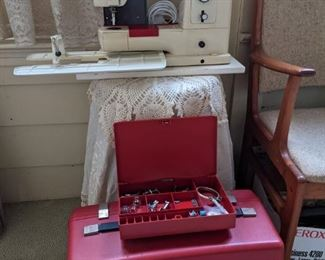 VINTAGE WORKING BERNINA  830 with 10 STITCH SETTINGS,  EXTENSION PLATE, ATTACHMENTS, ORIGINAL CASE & INSTRUCTION MANUAL
