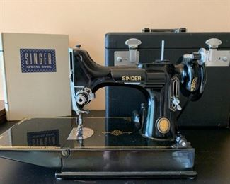 1950s Singer Featherweight Sewing Machine