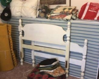 Twin bed with mattress set
