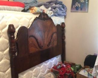 Full size bed w/ mattress set