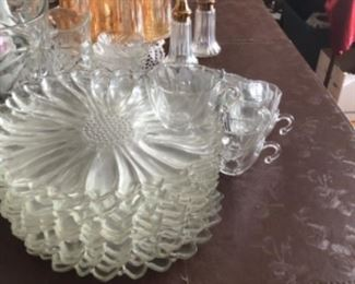 Luncheon plates & cups, flower shape