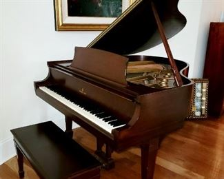 Steinway & Son's Baby Grand Piano Model 346151 S, Great condition, all original parts, tuned