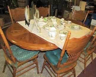 Dining Table with 6 Chairs - Excellent Condition