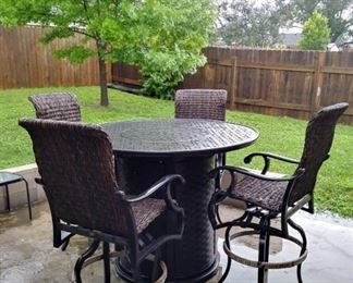 Mallin Chat Height Fire Table/Pit and Chairs