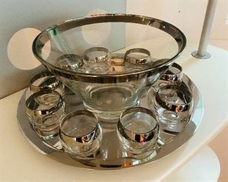 Dorothy Thorpe punch bowl and glass set