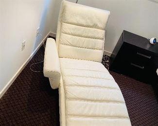 Yummy Italian Leather Chaise Lounge