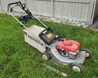 Honda Gas Powered Self Propelled Push Mower, Model HR215, With Electric Start And Clippings Bag