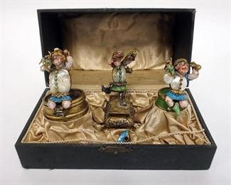10013 COLD PAINTED BRONZE FIGURES OF JESTERS WITH MOTHER OF PEARL AND STONE. CENTER NEEDS TO BE REATTACHED. 3 IN HIGH