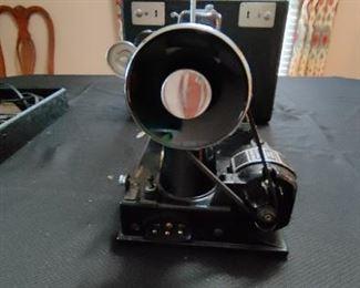 Vintage Singer Featherweight Portable Sewing Machine w/Case & Accessories