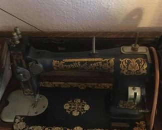 1900 sewing machine with cabinet picture #2