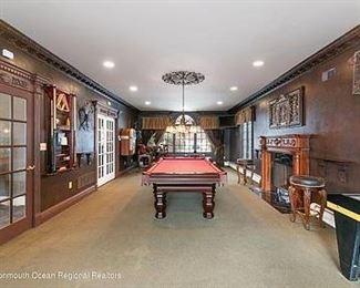 Brunswick Mahogany Pool Table with Upgraded Cloth