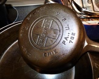 All Griseold : 3 Skillets & a Dutch Oven