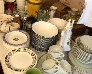 lots of Corelle bowls and plates in mixed patterns