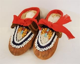 Antique Iroquois Indian Beaded Childs Moccasins