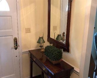 Foyer console w/mirror