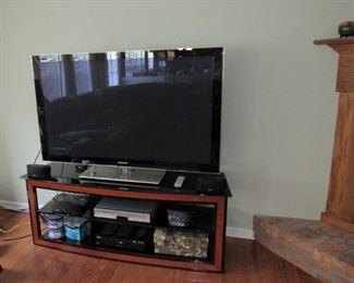 Flat Screen TV, Surround Sound, DVD