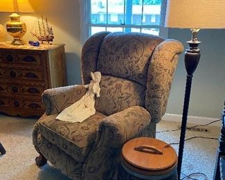 La z Boy push back recliner, lamp & barrel