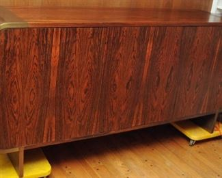 MID-CENTURY MODERN ROSEWOOD PACE COLLECTION CURVED EDGE CREDENZA LEON ROSEN DESIGN