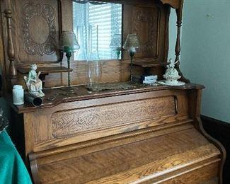 Vintage pump organ (Gorgeous)