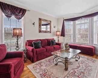 Formal living room set with rug! Table & side tables included