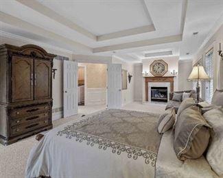 Master bedroom set!  Dresser Side tables 2 lamps  Bed frame & headboard