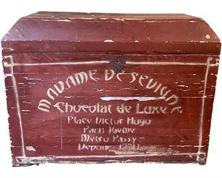 Madame De Sevigne Chocolat de Luxe Trunk https://townandsea.com/product/madame-de-sevigne-chocolat-de-luxe-trunk/