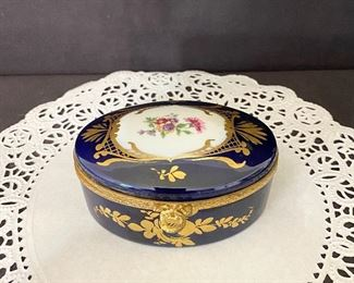 """""""Limoges France"""" Hand Painted dresser box with gold trim. $25"""