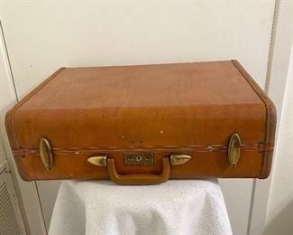 "Vintage ""Samsonite"" suitcase with locks (no key). All good, no tears. Measures 21"" wide, 15 1/2"" heigth, 3 1/2"" deep on bottom, 3 1/2"" on top. $24"
