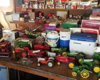 Vintage John Deere, Ford, International, Farmall, Fordson, & Massey-Harris tractors
