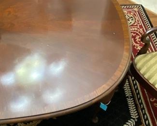 Gorgeous banded mahogany dining table w/leaf