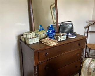 Mahogany dresser/mirror with bobbin detail