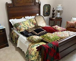 Victorian style mahogany bed frame (full)