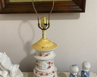 Chinoiserie style porcelain lamp