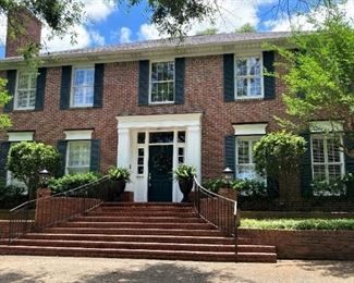 This home at 1017 Wilmington sold quickly! Contents and consignments must be go!