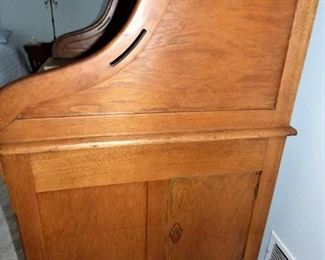 Side view of Dundee Mills Roll Top Desk