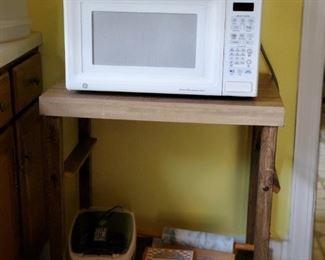 Microwave . Kitchen Island