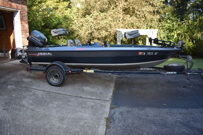 """1998 Javelin 356 in Excellent Condition! 15'8"""", Power Trim, 2 Depth Finders, 3 Batteries, Built in Battery Charger, Trolling Motor, 90 HP Evinrude Engine, 4 Seats, and More!"""