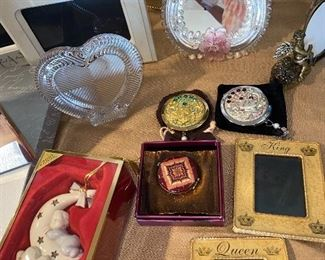 PICTURE FRAMES AND HOME DECORATIONS