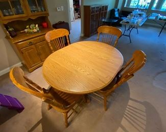 OAK DINING TABLE FOUR CHAIRS AND A LEAF